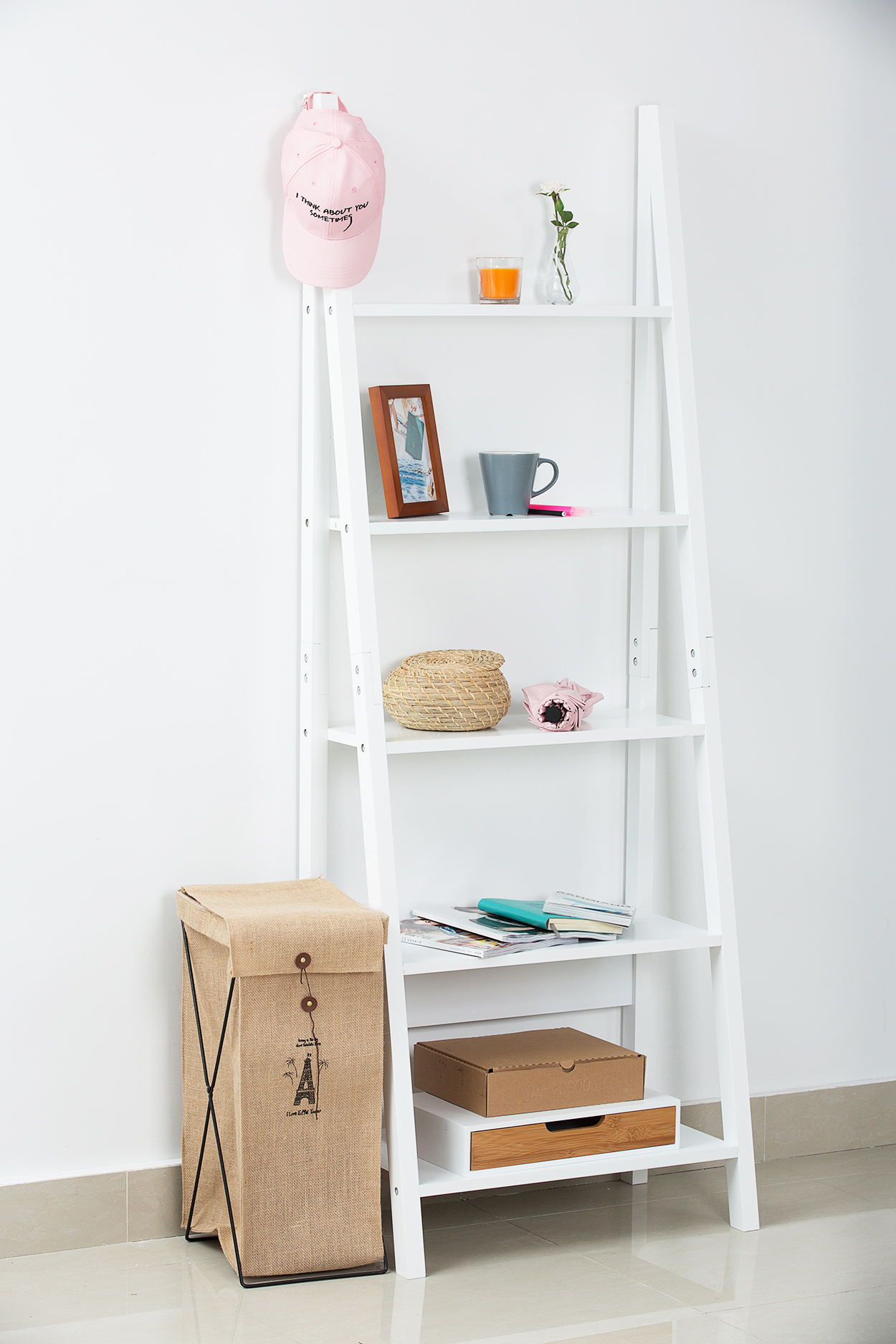 Orolay Modern Ladder Wall Shelf Display Stand Shelving